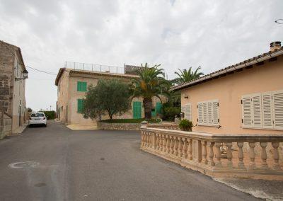 Ariany - Ankunft vor der Kirche Mallorca
