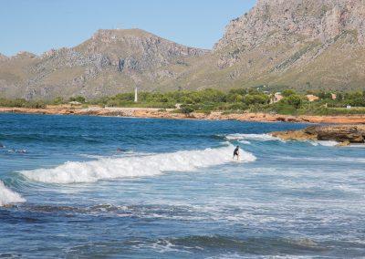 Colònia de Sant Pere - Blick aufs Meer mit Surfern Mallorca