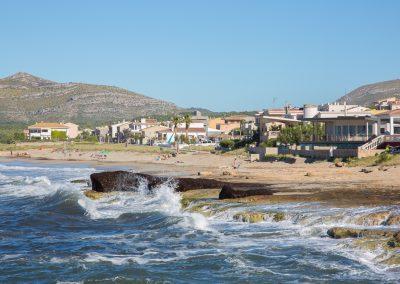 Son Serra de Marina - Wellen im Mittelmeer Mallorca
