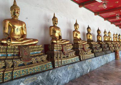 Bangkok - Wat Pho Sitzende Buddha-Statuen