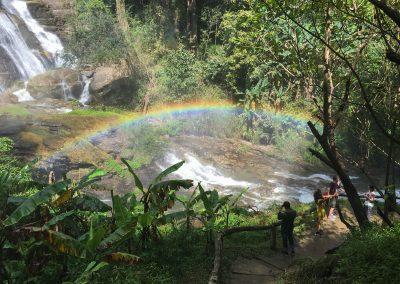 Chiang Mai - Doi Inthanon - Wachirathan-Wasserfall mit Regenbogen