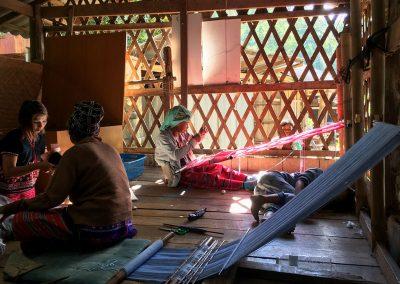 Chiang Mai - Doi Inthanon - Weber bei der Arbeit
