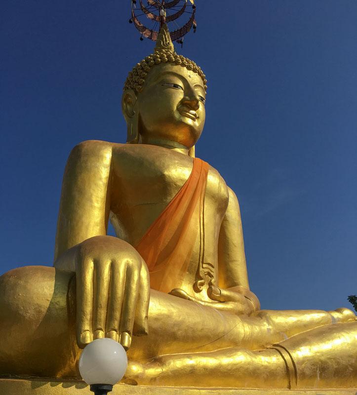 Chiang Mai - Wat Chiang Yuen - Goldene Buddha-Statue