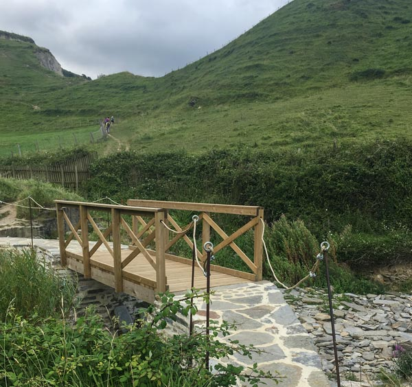 Camino del Norte - Zumaia nach Deba - Es geht ganz hoch (bis links oben)