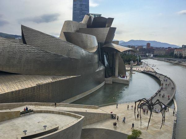 Camino del Norte - Bilbao Guggenheim Museum - Hintere Ansicht mit Spinne