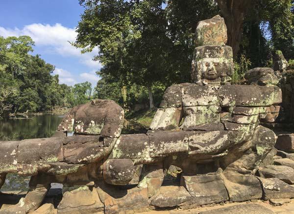Siem Reap - Angkor - Preah Khan - Figuren am Eingang