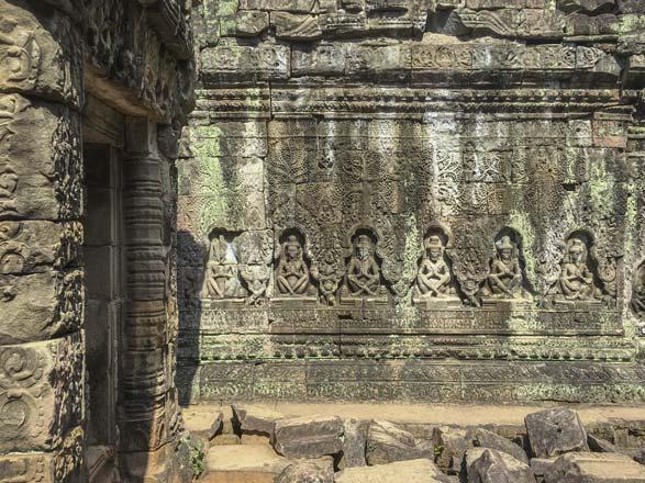 Siem Reap - Angkor - Preah Khan - Götterfiguren in der Tempelmauer