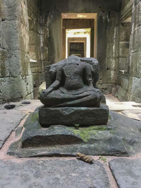 Siem Reap - Angkor - Preah Khan - Zerfallene Götterstatue