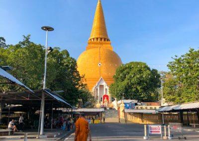 Phra Pathom Chedi - Mönch auf Südseite