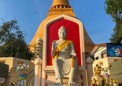 Phra Pathom Chedi - Buddha-Statue auf der Südseite