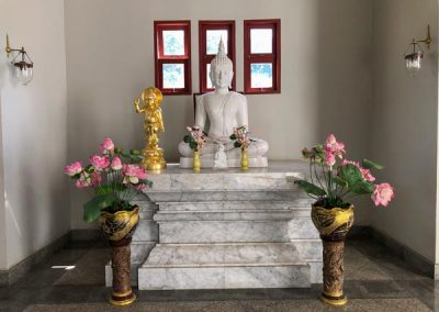 Wat Yannasangwararam - Bodhagaya Stupa Replica - Buddha-Statue innen