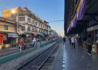 Bangkok - Bahnhof Wongwian Yai - Railway market