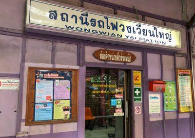 Bangkok Bahnhof Wongwian Yai - Ticketoffice - Railway market