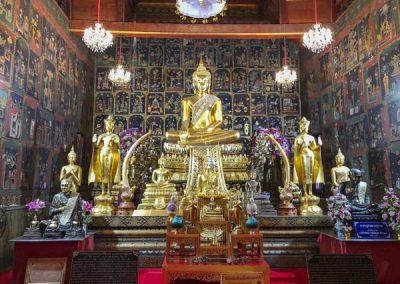 Ayutthaya Wat Phanan Choeng - Buddha-Statuen im nördlichen Viharn
