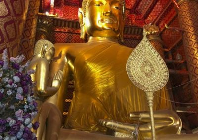Ayutthaya Wat Phanan Choeng - 19 m hohe Buddha-Statue aus dem Jahre 1324