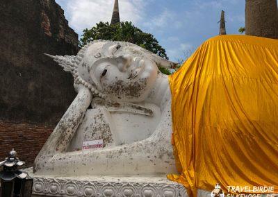 Ayutthaya - Wat Yai Chai Mongkol - liegende Buddha-Statue