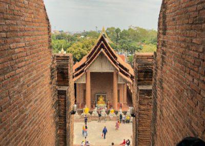 Ayutthaya - Wat Yai Chai Mongkol - Blick von der Krypta des Chedi