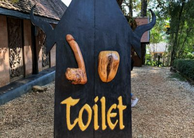 Chiang Rai Black House/Baandam - Toilettenschild