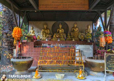 Chiang Rai Wat Phra Kaeo - Skulpturen im Außenbereich