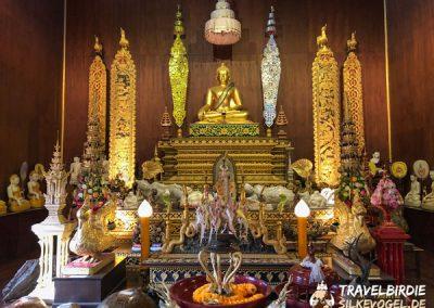 Chiang Rai Wat Phra Kaeo - Skulpturen im 1. Stock des Tempels