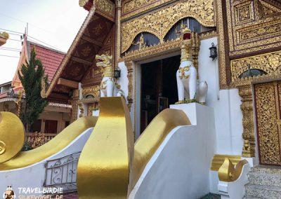 Chiang Rai Wat Phra Sing - Löwenskulptur am Eingang des Ubosot