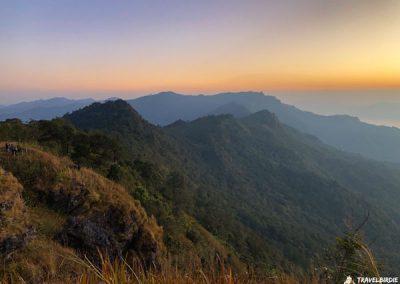 Phu Chi Fa - Nach und nach taucht das Licht hinter dem Erdschattenbogen auf, 6:29 Uhr