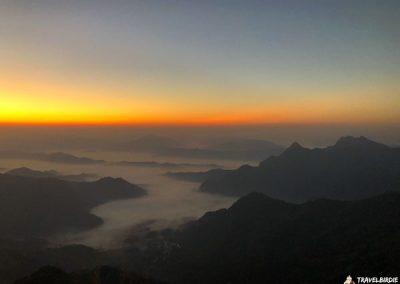 Phu Chi Fa - Nach und nach taucht das Licht hinter dem Erdschattenbogen auf, 6:19 Uhr