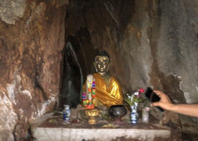 Tham Pla Cave - Buddha-Figur in der Höhle