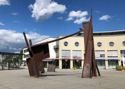 """Bietigheim-Bissingen - Skulptur """"Brennpunkt"""" am Bahnhof"""