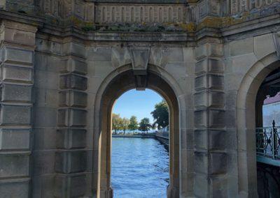 Schloss-Steg mit Blick auf den Schlossgarten