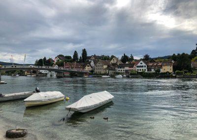Stein am Rhein: Blick vom Ufer auf die andere Seite des Rheins