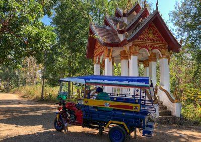 Bambusbrücke Luang Prabang: Taxi auf der anderen Seite