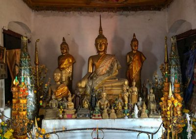 Das Innere des Wat Chom Si auf dem Phousi Hill in Luang Prabang
