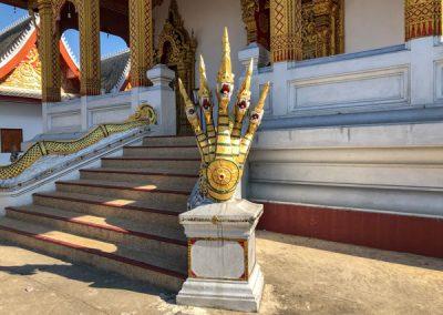 Naga auf dem Gelände des Vat Nong Sikhounmuang in Luang Prabang