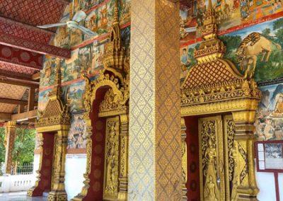 Vat Phonxay Luang Prabang - Aufwendig verzierter Eingangsbereich