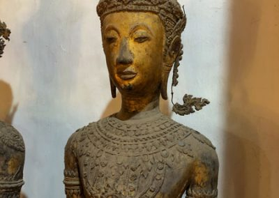 Sammlung alter Figuren im Wat Visounarath in Luang Prabang