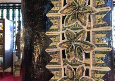 Geldscheine in Blumenform im Wat Visounarath in Luang Prabang