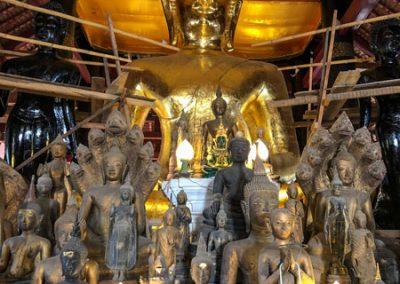Buddha-Statue in der Gebetshalle des Wat Visounarath in Luang Prabang
