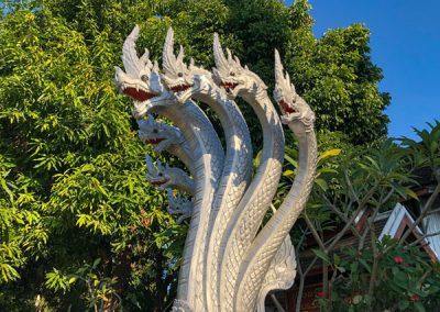 Silberne Naga am Eingang des Wat Mahathat in Luang Prabang
