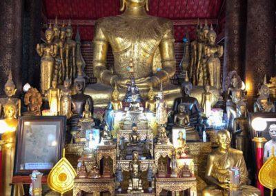 Wat May Souvannapoumaram Luang Prabang - Buddha-Statue im Tempel