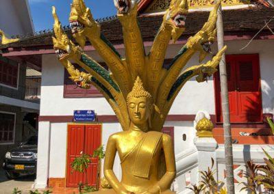 Wat May Souvannapoumaram Luang Prabang - Buddha-Statue mit Schlangenköpfen
