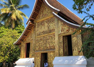 Wat Xieng Thong Luang Prabang - Begräbniskapelle mit zahlreichen Statuen