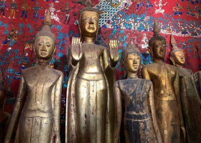 Statuen in der Begräbniskapelle des Wat Xieng Thong Luang Prabang