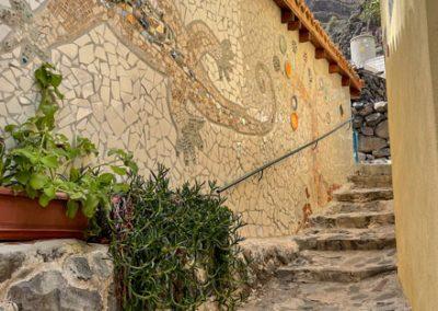 La Gomera - Künstlerdorf El Guro: Mosaik an Hauswänden