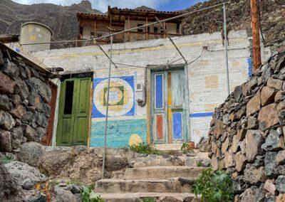 La Gomera - Künstlerdorf El Guro: Bemalte Häuser