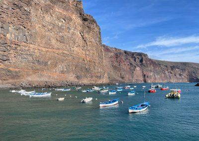Valle Gran Rey - Vueltas - Boote vor der Felswand